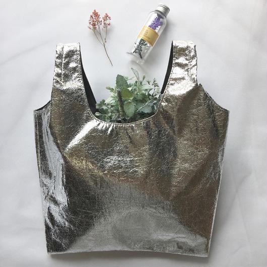 merlot メタルカラーハンドバッグ