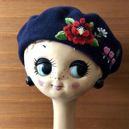 ムフ刺繍ベレー帽*Muhu rose & Murtudsüda