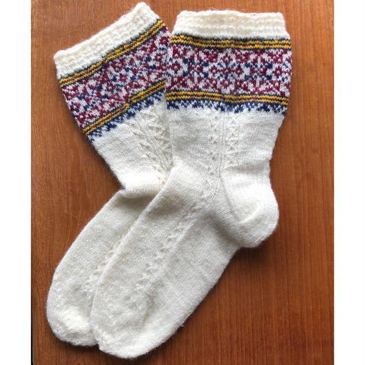 キフヌ島の手編みソックス