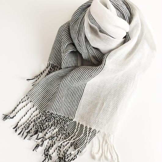 手織りシルクリネンのショール(ピンストライプ短 ブラック×ホワイト)