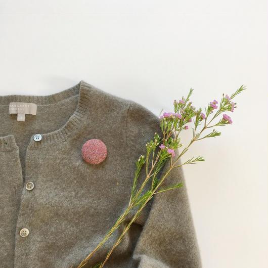 手織り布のブローチ ( Brooch red herringbone)