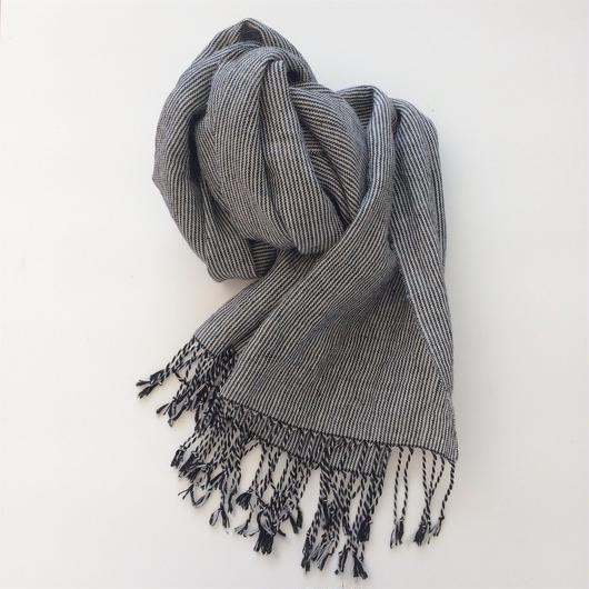 手織りシルクリネンのショール(ピンストライプ ブラック×グレー)