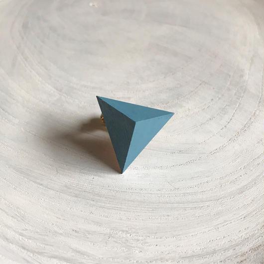 三角形イヤリング ブルー