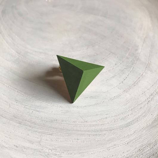 三角形イヤリング アップルグリーン