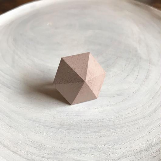 六角形イヤリング グレージュピンク
