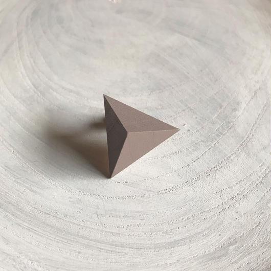三角形イヤリング ミルクココア