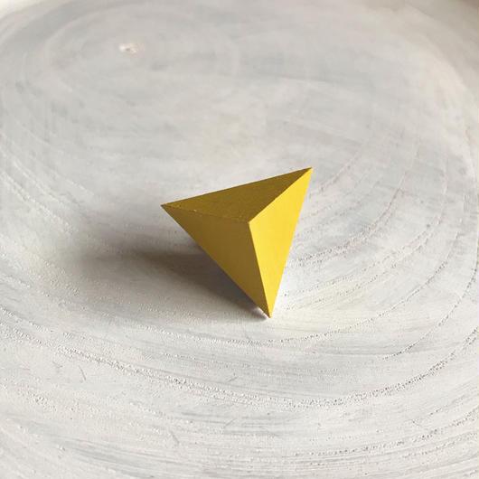 三角形ピアス イエロー