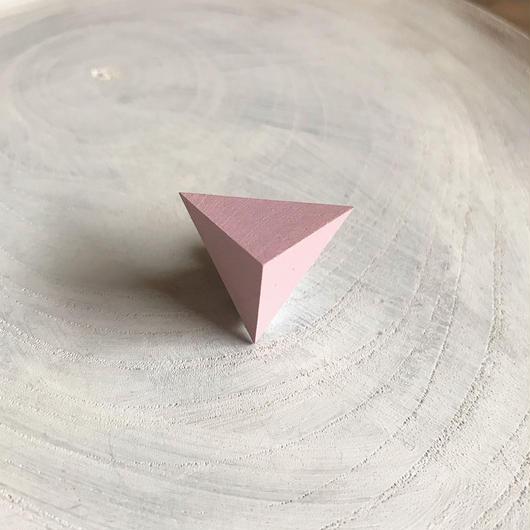 三角形ピアス ピンク