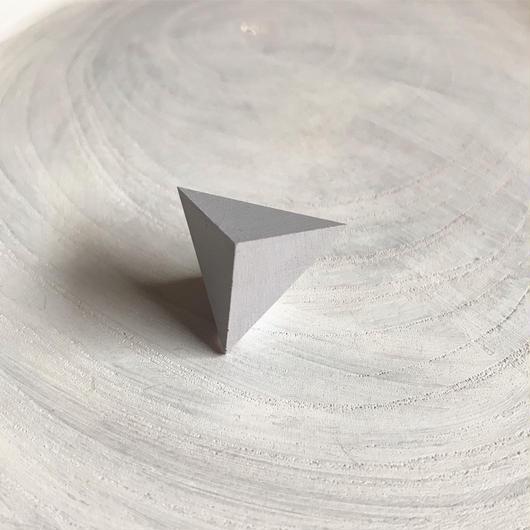 三角形ピアス ライトグレー