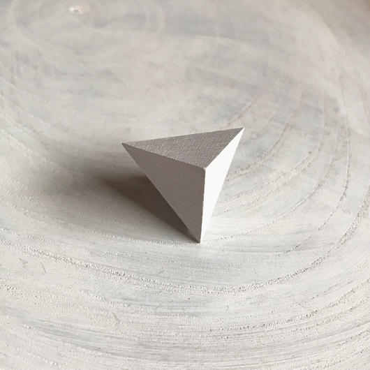 三角形ピアス ホワイト