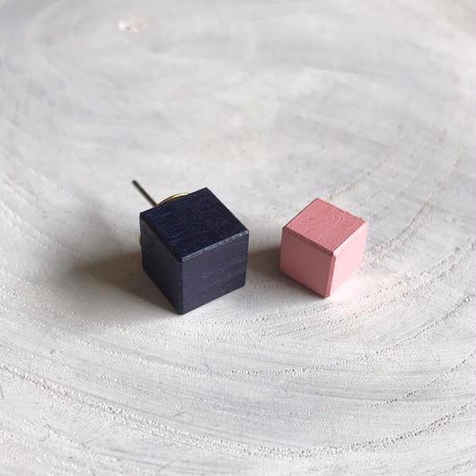 ダブルピアス ネイビーブルー×ピンク
