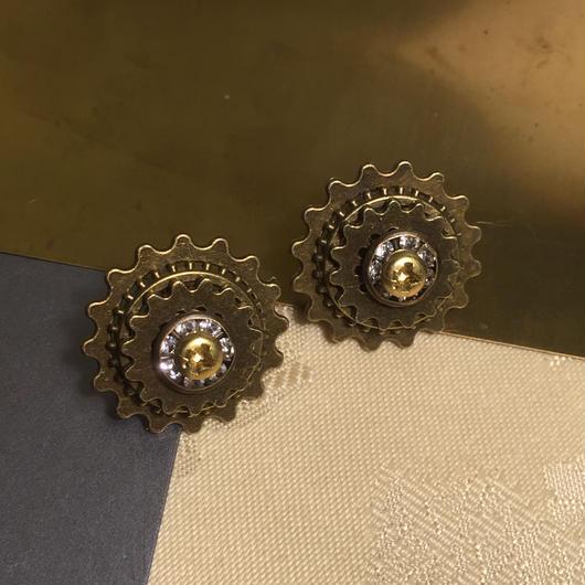 160129 クリスタルと歯車と真鍮ネジのピアスno.02【片耳】/スチームパンク