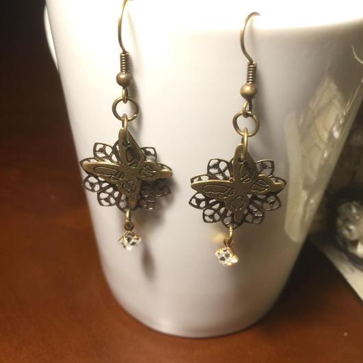 再販!151120 真鍮古美の蝶々と透かし飾りスワロフスキーのピアス