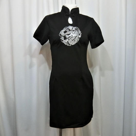 SCS-0982 ドラゴン刺繍チャイナワンピース<BLK×SLV/M>