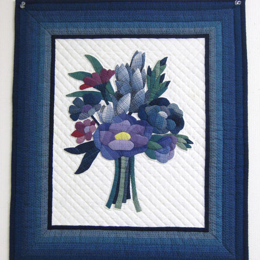 阿波しじら織 紫・ピンクの花束のタペストリー