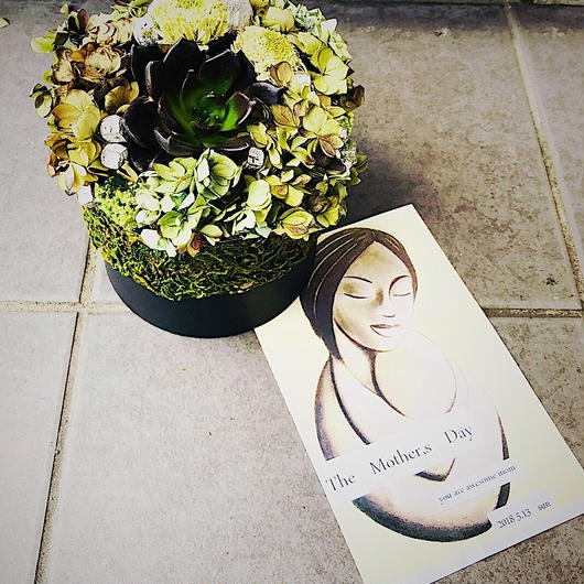 mother,s day dark btanical arrangement