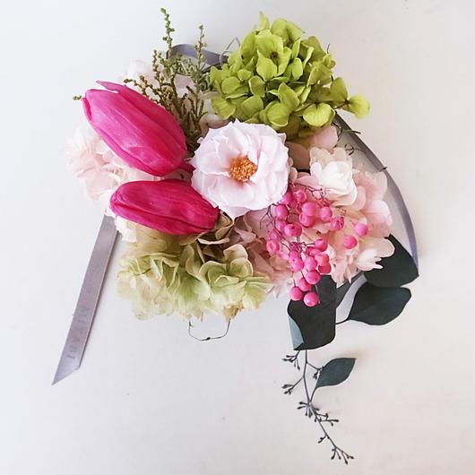 チューリップと平咲きローズの壁掛け チェリーピンク
