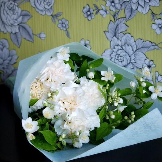 白とグリーンでまとめたお花(お供え用 にもどうぞ) 5400円