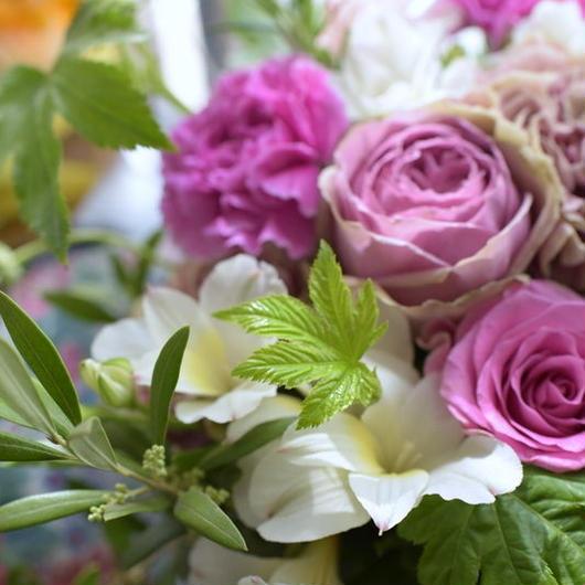母の日 フラワーギフト  こだわり薔薇で作るアレンジメント・シャビーピンクおまかせアレンジ 6480円