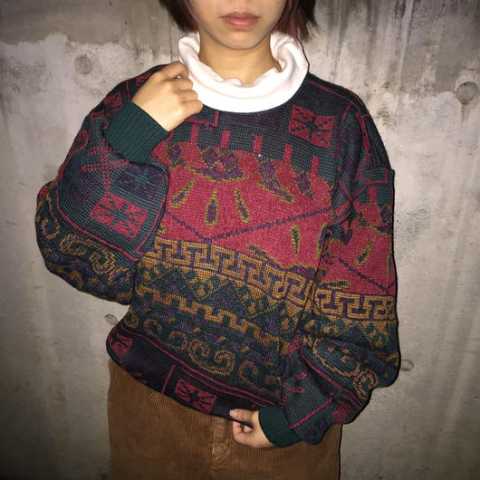Green red pattern knit