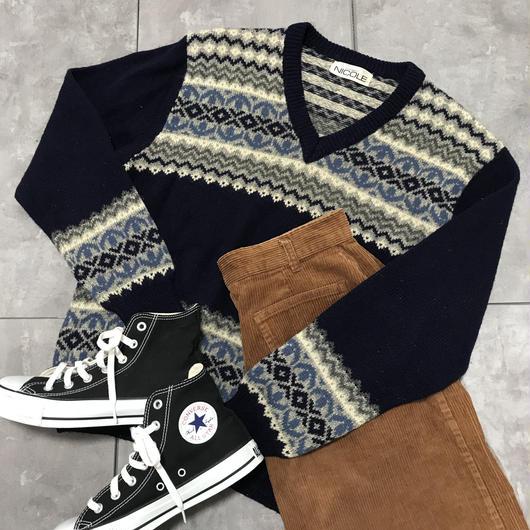 Navy v-neck pattern knit
