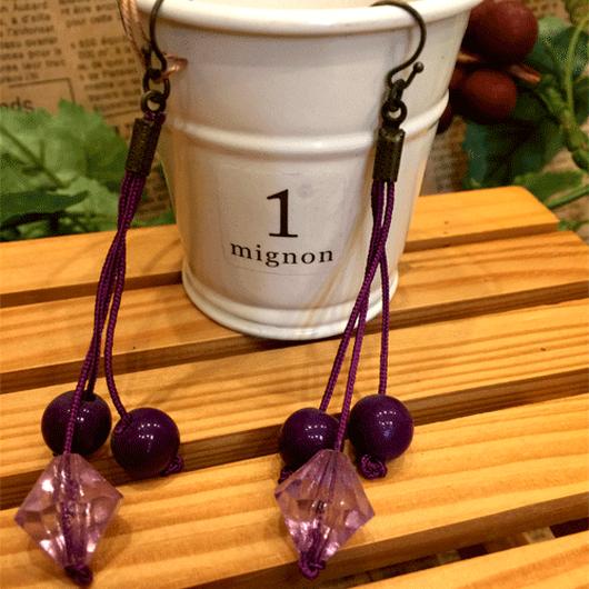 紫の落ち着いたロングピアス