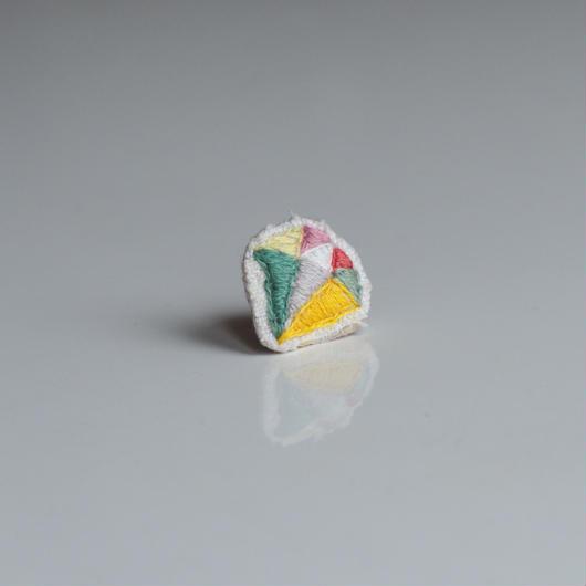 刺繍の宝石ピアス〈ダイヤ-3〉