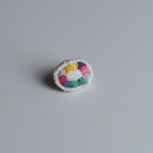 刺繍の宝石ピアス〈オーバル-1〉