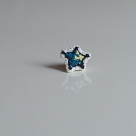 刺繍の宝石ピアス〈スター-2〉