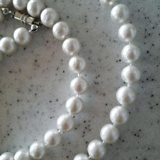 コットンパールのミドル丈ネックレス(間にビーズあり)