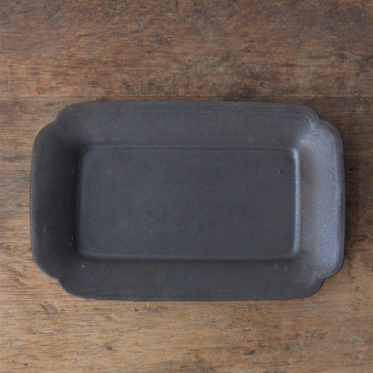 Awabi ware 角切長角皿 黒マット