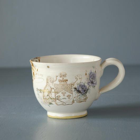 バラと紋章のマグカップ
