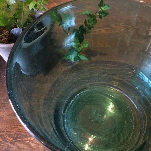 【古道具48 】古くて大きな蒼いガラス鉢