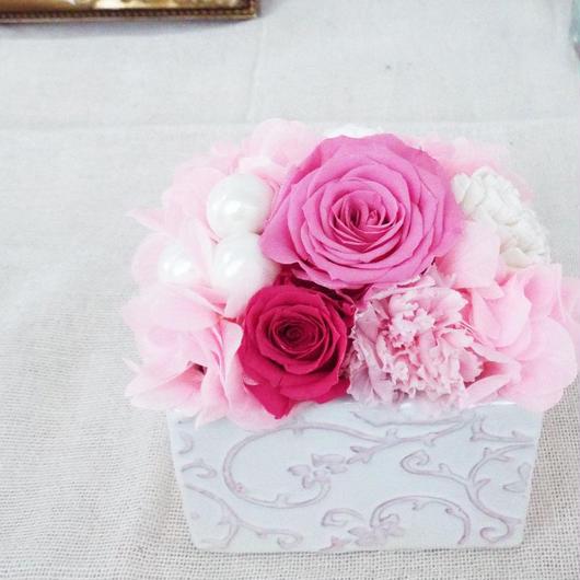 プリザーブドローズのクラシカルアレンジメント【pink&pearl】