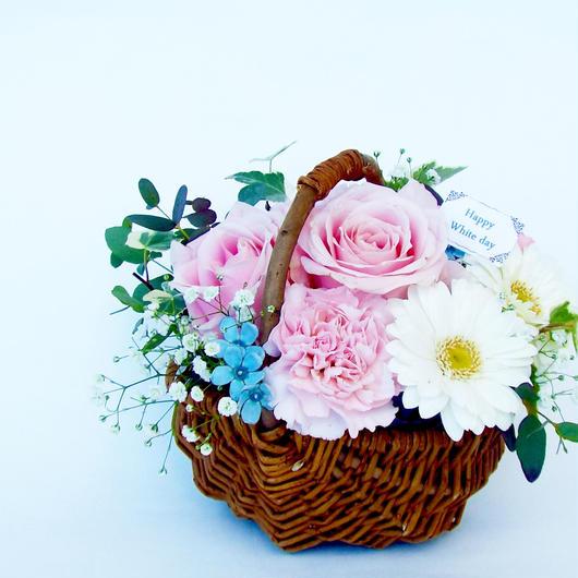 バラとガーベラのバスケットアレンジメント【生花】