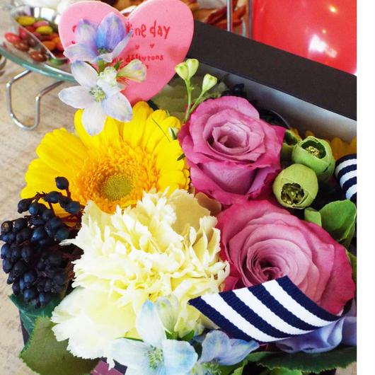 バラとガーベラのボックスアレンジメント 【生花】