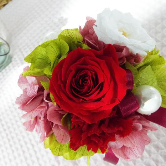 プリザーブド ローズのアレンジメント/白陶器 【rouge red】
