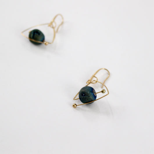 tripod stone stud earrings