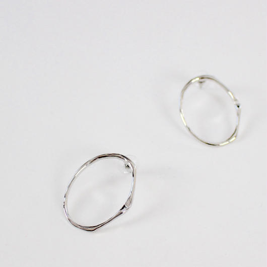 circle minimalist style earrings