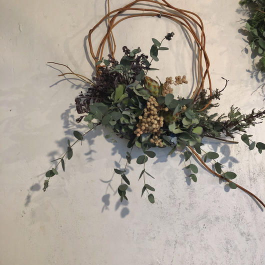 ブルーグリーンとパープルの枝みせリース