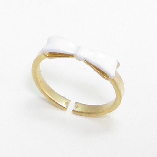 R026 / ホワイトのリボンリング フリーサイズ/Katherine【シンガポール】