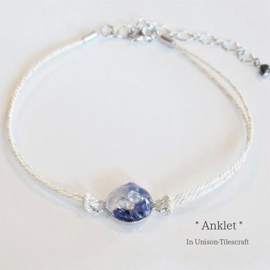 くみひも☆青い天然石とガラス粒のアンクレット【ホワイトラメ】