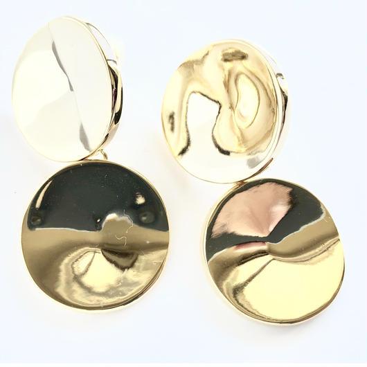 w dimple earring