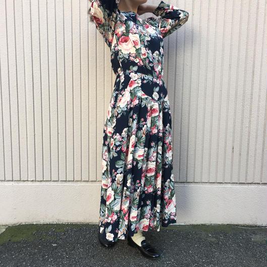 黒地花柄ワンピース