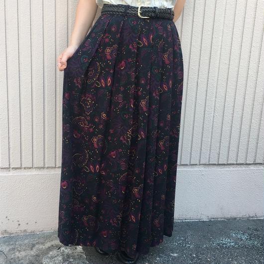 フラワー×ペイズリー柄 ブラックスカート
