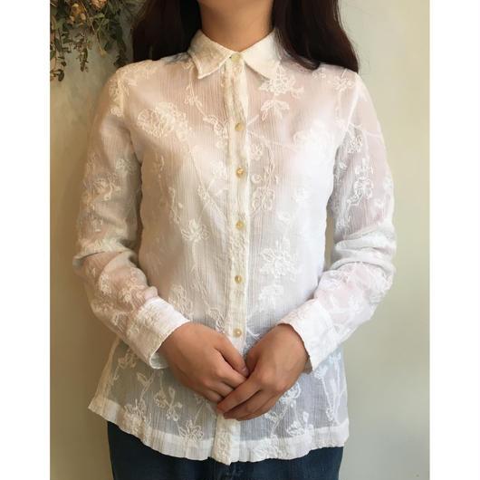ホワイト刺繍シワ加工シャツ