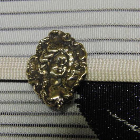 真鍮製 西洋貴婦人型帯留め 着物や浴衣の帯どめ飾りに