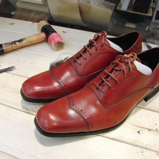 レッド 工房染色の牛本革ロングノーズ靴