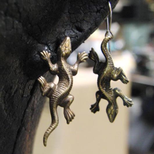 トカゲ型ピアス1個の販売/真鍮ブラス&チタン製(フープまたはポスト型)
