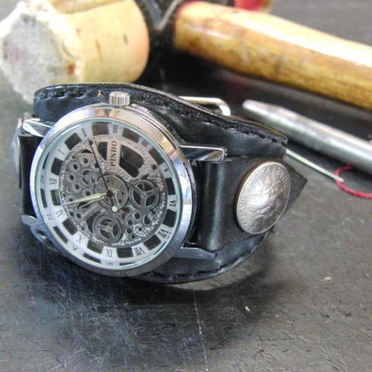 シルバー歯車モチーフ2 本革黒色ブレスレット型腕時計